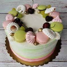 macaron on the cake Swiss Meringue Buttercream, Macarons, Birthday Cake, Cakes, Desserts, Diy, Food, Tailgate Desserts, Deserts