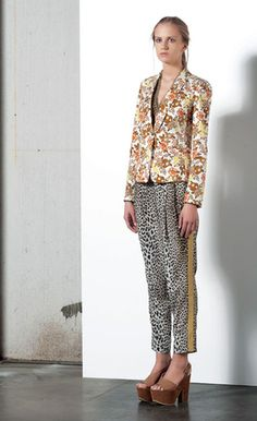 Look 29 . 534 Giacca / Jacket . 476 Pantalone / Trousers . 232 Collana / Necklace . 215P Scarpa / Shoes