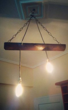 Swinging ceiling lamp