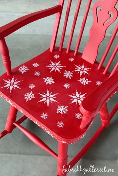 My favorite Christmas chair. Painted in Vitro chalk paints Valentine, with clear wax. Christmas Chair, Christmas Signs, Christmas Decorations, Furniture Inspiration, Cute Designs, Chalk Paint, More Fun, Painted Furniture, Red And White