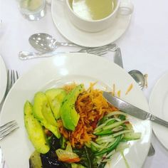 This was dinner last night my starters with lots of greens and avocado and a leek soup will post the entreé next. I'm out to prove that you can eating slow or low carb on the go. https://www.instagram.com/p/BMA977ZBGPT/ Learn more at http://lovemylifestyle.co