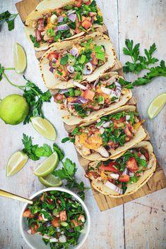 Taco al Pastor med bløde majstortillas Vegetable Pizza, Food Inspiration, Hot Dogs, Salads, Tacos, Food Porn, Easy Meals, Lunch, Recipes