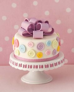 Adorable Button Cake, good colours for Isabelle's cake Crazy Cakes, Fancy Cakes, Cute Cakes, Pretty Cakes, Beautiful Cakes, Amazing Cakes, Bow Cakes, Fondant Cakes, Cupcake Cakes