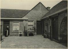 Het Vissershof aan de Scholstraat, 30-34. 1931 Dienst Stadsontwikkeling en Volkshuisvesting. #ZuidHolland #Scheveningen