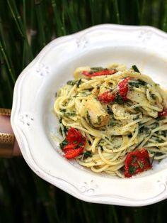 romarin, poivre, ciboulette, parmesan râpé, huile d'olive, ail, piment d'espelette, pâtes, persil, sel, basilic
