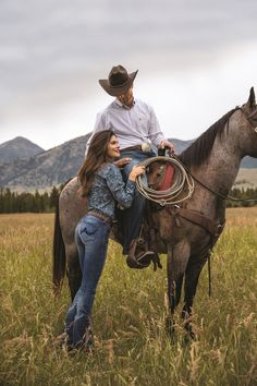 Western women's clothing recognized by horses and cowboys. Horse and cowboy approved women's western apparel. - Art Of Equitation Country Couple Pictures, Country Couples, Cute Couple Pictures, Country Girls, Country Music, Cowboy Pictures, Country Women, Couple Pics, Cowgirl And Horse