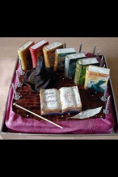 Beautiful Harry Potter book cake O___O Mehr Thematic cakes fro different occassions: b Harry Potter Book Cake, Bolo Harry Potter, Gateau Harry Potter, Harry Potter Fiesta, Harry Potter Food, Harry Potter Birthday, Crazy Cakes, Fancy Cakes, Beautiful Cakes