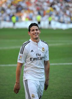 James Rodriguez smiles during his unveiling as a new Real Madrid player at the Santaigo Bernabeu stadium on July 2014 in Madrid, Spain. Real agreed to buy Rodriguez from AS Monaco for the next six seasons for an undisclosed transfer fee. James Rodriguez, Football Is Life, Football Boys, Football Jerseys, Soccer Guys, Football Players, Everton, Fifa, Alexandre Pato