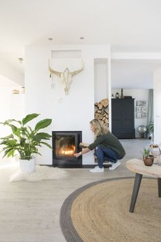 Marlou & Jurre's beautiful house in Engelbert, The Netherlands Home Living Room, Interior Design Living Room, Living Room Decor, Living Spaces, Home Fireplace, Fireplace Design, Fireplaces, Contemporary Home Decor, Foyers
