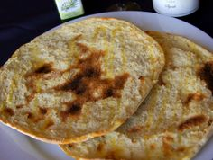 A Sardinian Flat Bread Recipe to share: Sardinian flatbread also called pane carasau Carta da Musica Pane Carasau (Italian Flatbread) Recipe Yield: about 8 This Italian flat bread has a crispy, cr… Blue Zones Recipes, Zone Recipes, Gourmet Recipes, Cooking Recipes, Healthy Recipes, Healthy Foods, Healthy Fit, Oven Cooking, Dinner Recipes