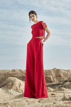 Cristina Tamborero presenta sus looks en el desierto - Moda en Calle