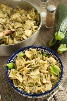 Łazanki z pieczarkami i cukinią Gnocchi, Zucchini, Food Dishes, Pasta Salad, Food Inspiration, Pasta Recipes, Potato Salad, Good Food, Food And Drink