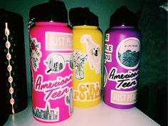VSCO - hydro flask gang part Hydro Flask Water Bottle, Cute Water Bottles, Food Storage Boxes, Drinking Fountain, Mellow Yellow, Bottle Design, Cute Stickers, Laptop Stickers, Vsco