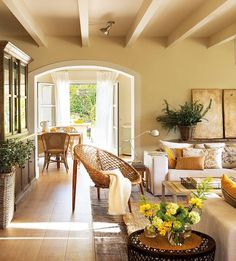 charming cottage with arched doorways Home Living Room, Living Room Designs, Living Room Decor, Living Spaces, Cottage Living, Cozy Cottage, Casa Kardashian, Interior Decorating, Interior Design