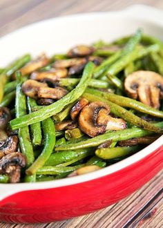 Healthy Thanksgiving Recipe Ideas - Roasted Green Beans and Mushrooms Recipe - fresh green beans and mushrooms tossed in olive oil, balsamic, garlic salt, pepper and baked. SO simple and SOOO delicious! Ready in about 20 minutes. Roasted Green Beans, Balsamic Green Beans, Baked Green Beans, Roasted Green Vegetables, Delicious Green Beans, Healthy Green Beans, Green Veggies, Delicious Dishes, Delicious Recipes