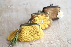 http://www.craftpassion.com/raffia-coin-purse-pattern/