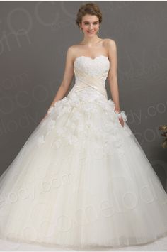 Luxurious Ball Gown Sweetheart Chapel Train Tulle Wedding Dress CWLT1304B #weddingdress #cocomelody