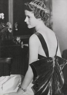 Formal portrait of Augusta Roddis by Kay Carrington, 1937