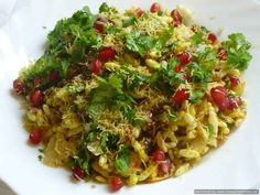 is to like bhel is to Mumbai. This simple yet delicious snack can be put together in minutes.The flavors of this delectable snack is from the special Muri Masala and Mustard Oil Fish Recipes, Indian Food Recipes, Chicken Recipes, Recipies, Savory Snacks, Yummy Snacks, Bhel Puri Recipe, Chicken Karahi, Chicken Curry