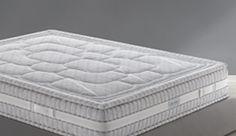 Myform luxury Questo materasso, di alta gamma, è caratterizzato da altezze  decisamente importanti che grazie all' inserimento di strati e materiali diversi offre un comfort  ineguagliabile.  La  fodera  presenta  una  fascia  in  tessuto  tridimensionale  Respiro  che  migliora  e  favorisce  l'aerazione.  Il  primo  strato  dell'imbottitura su entrambi i lati è costituito dal sistema Dimension che utilizza poliestere e fibra di Bamboo che ne mantiene