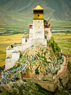 Yumbu Lhagang,  In Shannan, Tibet