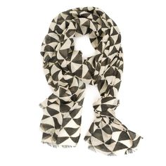 Putting on a scarf seems like a simple task but the second I do it, I like a dweeb. If that wasn't the case, I'd buy this scarf.