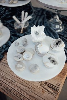 Crystals, Agate & Geodes: Wedding Stationery Inspiration. Cupcakes inspiration - silver and grey.
