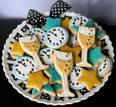 glitter clock, star and champagne 2015 new year biscuits cookies with bowknot in plate - countdown sweet  #2015 #new #year