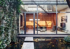 A Secret Little Glass Home in the Heart of New York - The New York Times