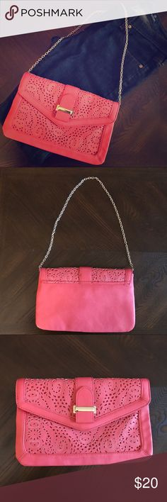 🌟 ALDO Coral Envelope Clutch / Purse This clutch has divided sections on the inside for maximum organization. You can tuck the chain in and use as a clutch or use the chain as a small purse. Very minimal signs of wear, see the pictures above. Please ask if you have any questions. Aldo Bags Clutches & Wristlets