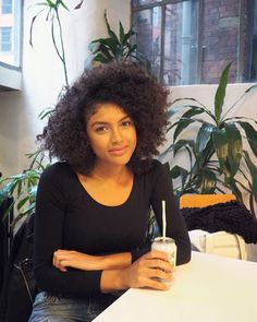 Today - Post gym catch up with at Earth Café and not a wine bottle in sight. | Afro Hair | Natural Hair | Curls | Braid Out | Samio - www.samio.co.uk