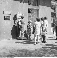 Zdjęcie numer 3 w galerii - Warszawa w latach 70. Pochody, czyny społeczne, neony [GALERIA]
