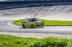 Simca 1000 Rallye à #Montlhéry pour le roulage du SCCT. Photo de Julien. Issu de l'article : http://newsdanciennes.com/2015/04/23/grand-format-news-danciennes-au-roulage-du-scct/ Grand Format : News d'Anciennes au roulage du SCCT   News d'Anciennes #ClassicCar #Voiture #Ancienne
