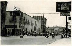 calle 20 de noviembre años 50's, se aprecia el hotel casa Blanca en obra negra