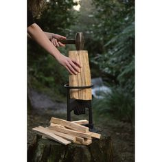 If you need to create kindling for your campfire, wood stove, fireplace or pizza oven and you dont want to risk injury by using an axe, the Kindling Cracker is just what you need. Built in New Zealand with an award-winning, patented design, it's the safe