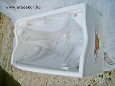A baldachin kerete belülről - Anna névreszóló tömörfenyő indásvirágos-manós mintával festett fehér gyerekágy. Fotó azonosító: AGYANN27
