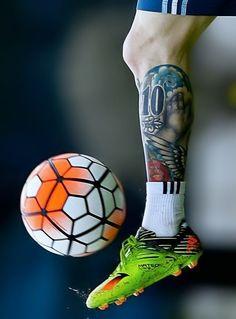 Świetny tatuaż Argentyńczyka na podudziu • Lionel Messi i jego niesamowity…