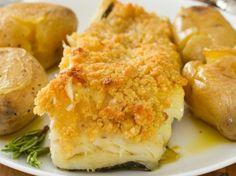 Bacalhau com broa: um petisco fácil e simples Portuguese Recipes, Portuguese Food, Cauliflower, Food And Drink, Fish, Chicken, Meat, Vegetables, Portugal