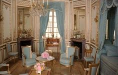 Cabinet de la Meridienne, a private room used by Marie Antoinette at Versailles, from the film Marie Antoinette Interior Neoclásico, French Interior, Interior Decorating, Interior Designing, French Decor, Chateau Versailles, Palace Of Versailles, Marie Antoinette Film, Luis Xvi