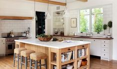7 Modern Farmhouse Kitchen Ideas For Today's Best Space Home Decorating A farmhouse style kitchen decor is a decoration installed in a quiet garden and blends with nature into the room. Farmhouse Kitchen Interior, Modern Farmhouse Kitchens, Modern Farmhouse Style, Interior Design Kitchen, Home Kitchens, Small Kitchens, Farmhouse Ideas, Modern Country, Country Farmhouse
