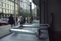 Jan Stolín, Modelové fikce, Galerie V. Špály, Praha, 2001, vzduchotechnika