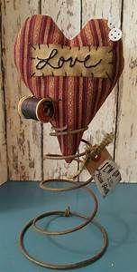 Ursprüngliches Herz-Make-Do-Nadelkissen auf Rusty Vintage Spring Bed Spring Crafts, Spring Projects, Spring Art, Fall Crafts, Holiday Crafts, Rustic Crafts, Country Crafts, Primitive Crafts, Primitive Christmas