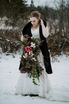Big wedding bouquets, Floral design for weddings. Winter Wedding Inspiration, Wedding Ideas, Winter Bouquet, Bride Bouquets, White Roses, Photo Sessions, Bud, Fashion Photo, Floral Wedding