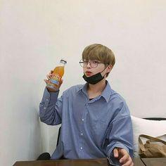 he kinda looks like jihoon? Korean Boys Ulzzang, Ulzzang Boy, Korean Men, Ulzzang Korea, Asian Boys, Asian Men, Beautiful Boys, Pretty Boys, Korea Boy