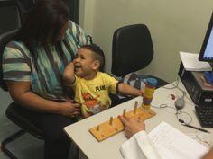 Vídeo mostra reação de garoto ao ouvir pela primeira vez após implante http://glo.bo/1mD46qD (Foto: Marcello Carvalho/G1)