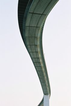 cjwho:  なみはや大橋 by Jeremy McMahon  Bridge in Osaka, Japan, February 2007.  CJWHO: facebook | twitter | pinterest | subscribe  Defringe.com