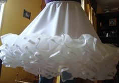 FALSOS PARA VESTIDOS DE HUASA Frocks For Girls, Girls Dresses, Dress Sewing Tutorials, Beautiful Children, Marie, Couture, Skirts, Clothes, Square Dance