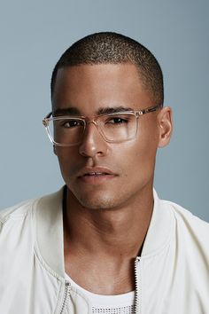 Henri SML Clear - These rectangular acetate frames are particularly well suited to round faces. For a perfectly framed gaze, let yourself be tempted by Henri, available in many versatile shades. Round Face Men, Round Faces, Glass Frames For Men, Ootd Men, Handsome Bearded Men, Sunglasses Storage, Men's Accessories, Men Eyeglasses, Photography Poses For Men