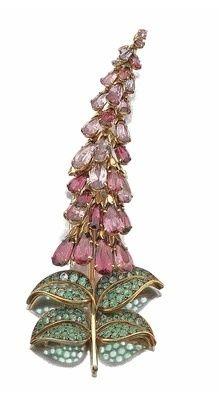 Foxglove brooch, Rene Boivin, 1944, gold, pink tourmaline, amethyst, olivine