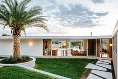 Residential Architect, Architect Design, Beautiful Architecture, Interior Architecture, Palm Springs Houses, Beach Bungalows, Tropical Landscaping, Facade House, Byron Bay
